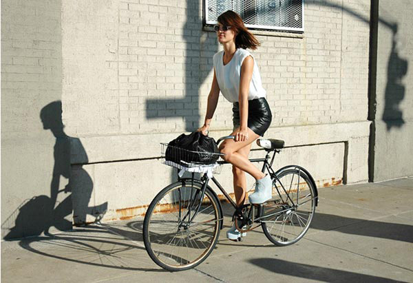 hanneli-on-bike-stylecom