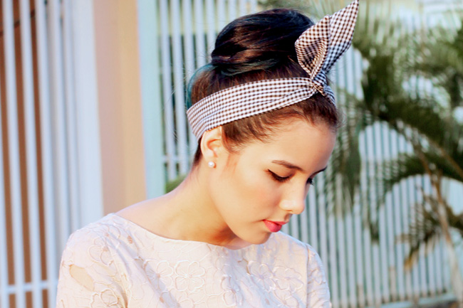 50s style hair bun and hair tie