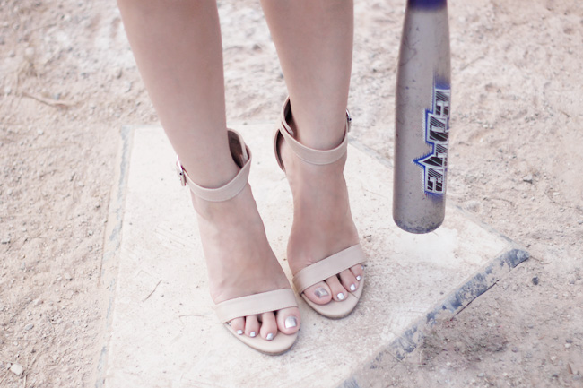 Simple nude high-heeled sandals.